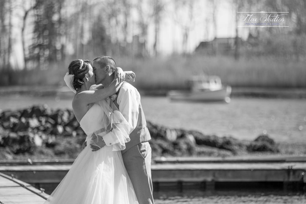 fIRST KISS ON THE DOCKS