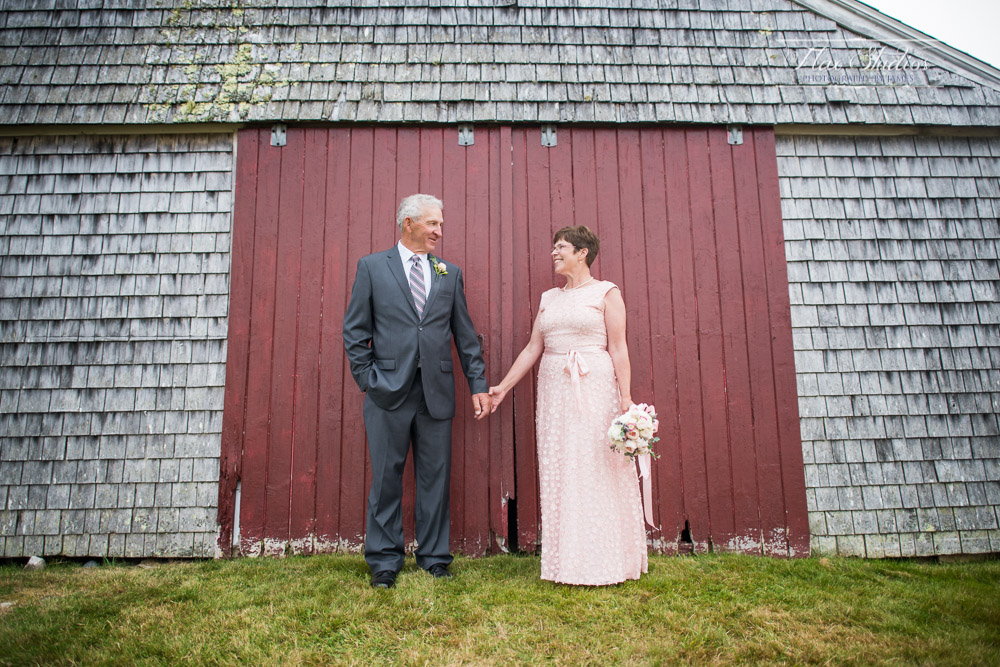 Maine barn wedding photography