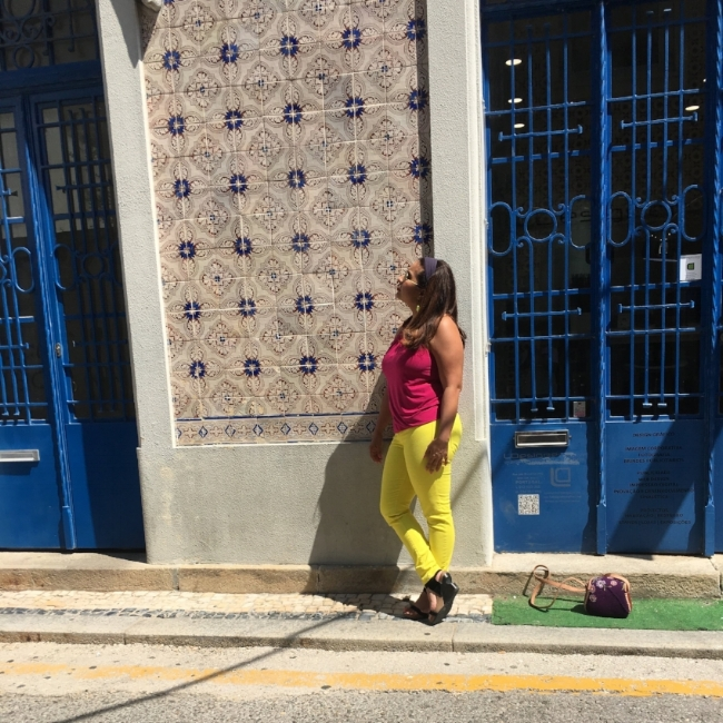 Portugal happens to be a very colorful country, multi colored tiles embody the fun and artistry of the people. Painted ceramic tile work or Azulejosare found on the inside and outside of churches,palaces, ordinary houses, restaurants, bars and even subway stations. -
