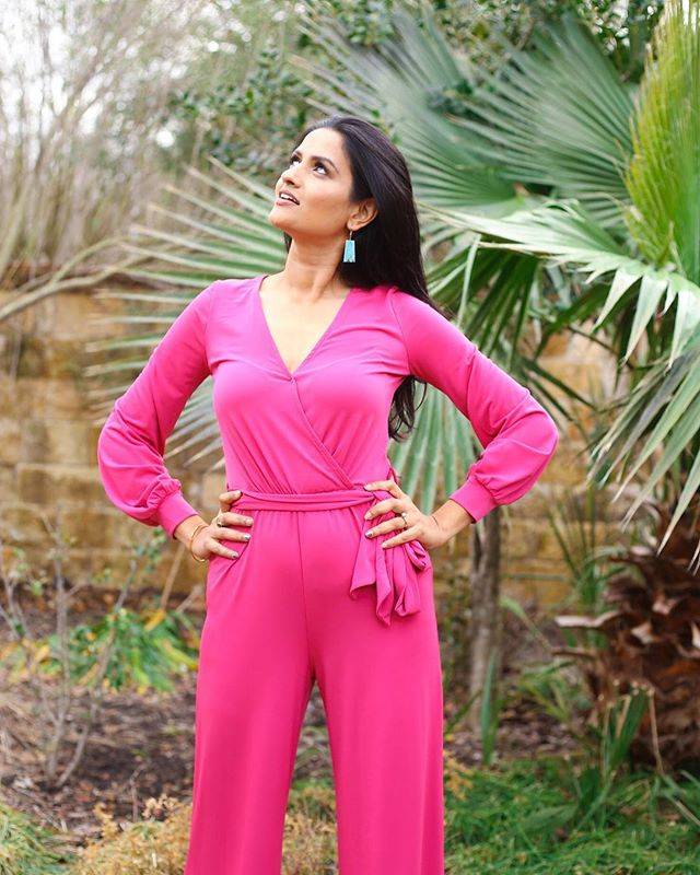 💖Tag your favorite #Galentine and show some love for a fabulous #pink jumpsuit! Shop the look in our link! 💕#StyledbyTB #ValentinesDay2018 @berryforestproductions @hollywoodhippies