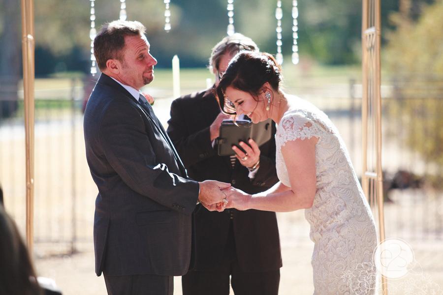 eyes2see_ed_sabina_scottsdale_backyard_wedding027
