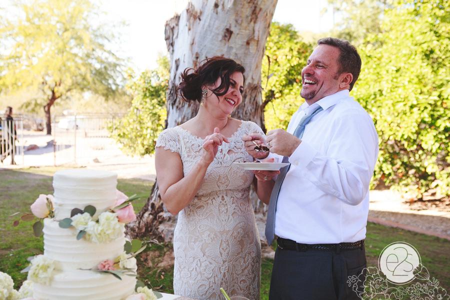 eyes2see_ed_sabina_scottsdale_backyard_wedding046