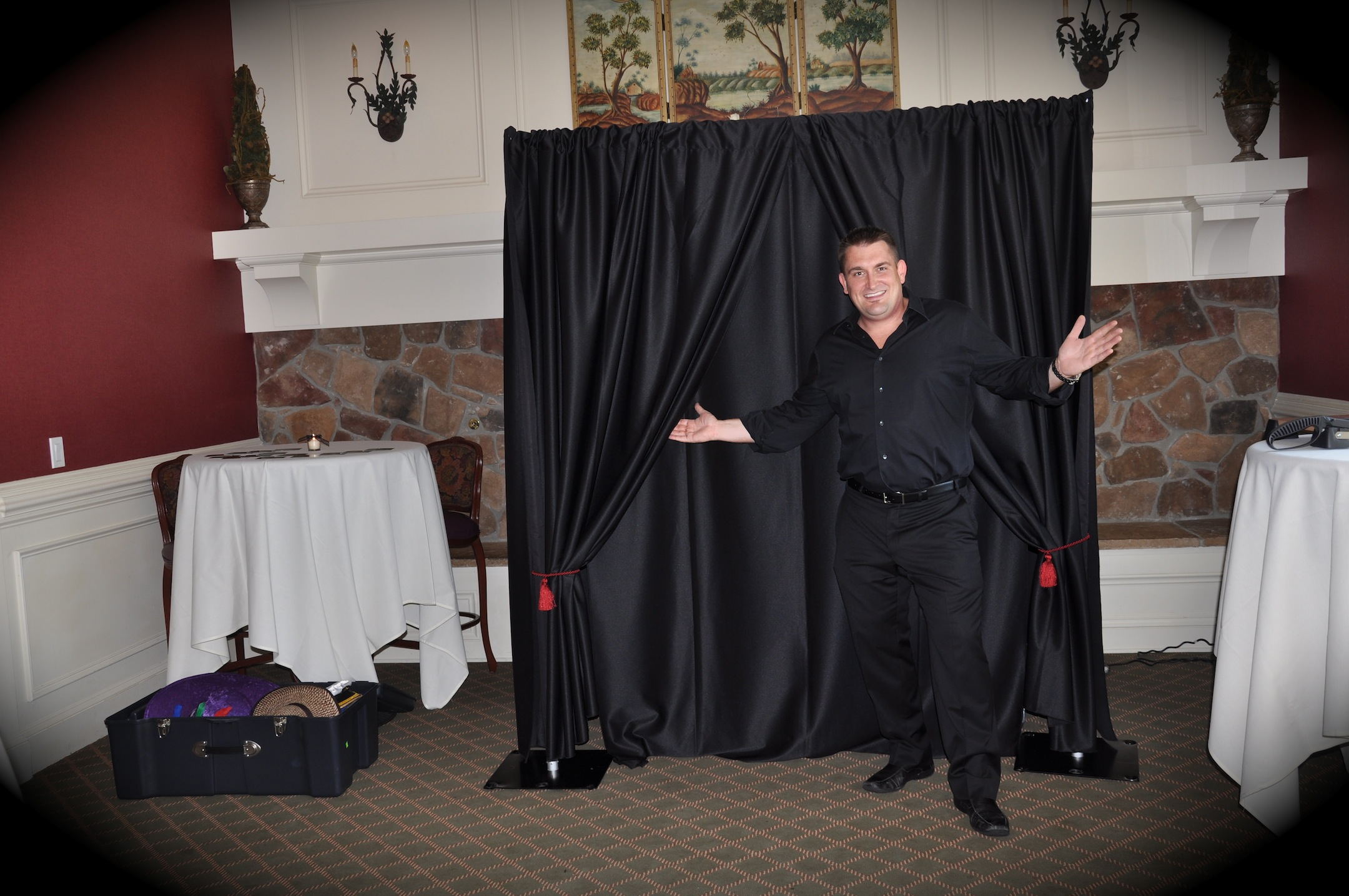 Snapshot Photobooths - Black Photo Booth lounge