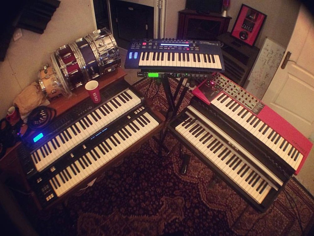Starting from left: Korg CX-3, M-audio Axiom 61, Yamaha Motif XS Rack, Novation Ultranova, Nord Lead 2 and Rhodes mk.II Stage 54.