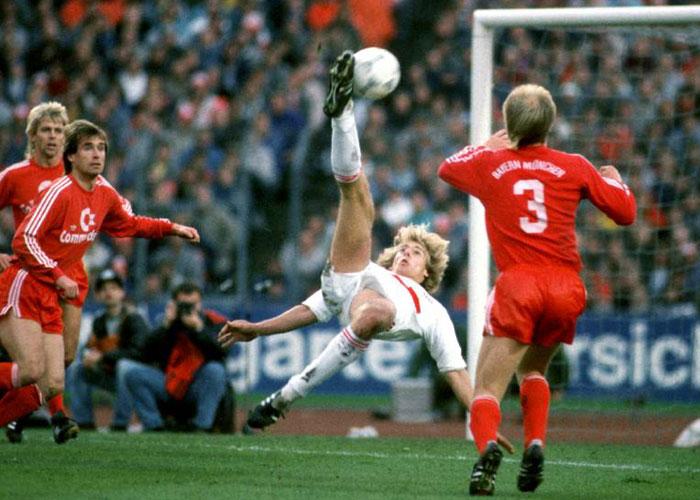 1987 bycicle goal vs FC Bayern.jpg