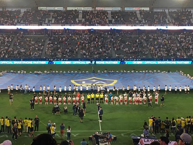 A fantastic crowd yesterday at the Los Angeles derby between the Galaxy and LAFC ! And Zlatan scored ! 😀