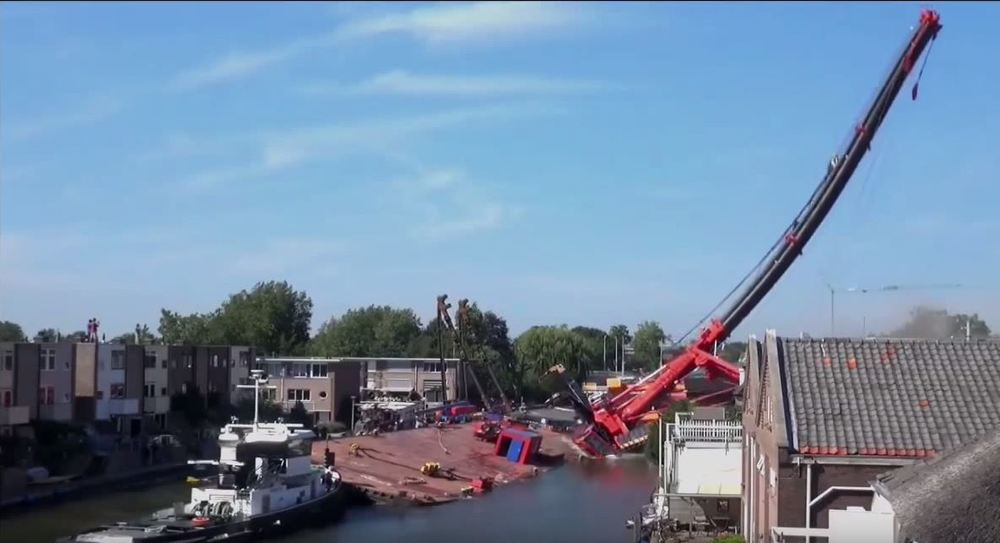 holland crane collapse