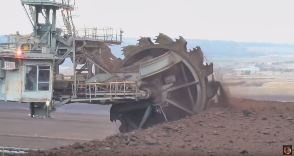 Biggest Bulldozer Made : The largest construction machines in world