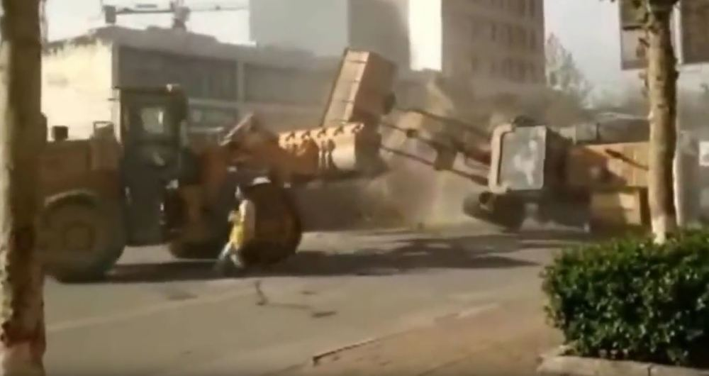 wheel loader fight