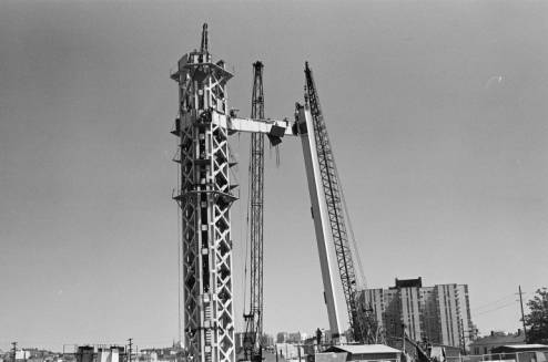 Placing_first_Space_Needle_leg_and_crosstie_in_place_ca_July_19_1961.jpg