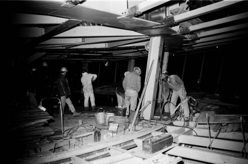 Workers_pouring_concrete_floor_in_Space_Needle_restaurant_ca_December_21_1961.jpg