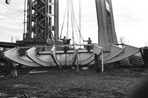 First_section_of_Space_Needle_fins_being_lifted_ca_October_28_1961.jpg