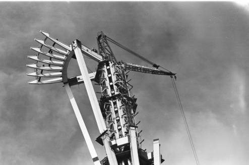 Space_Needle_under_construction_ca_October_1961.jpg