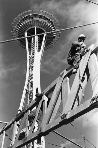 Workers_below_Space_Needle_ca_December_21_1961.jpg