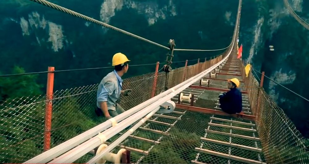video shows construction process of worlds highest and longest glass bridge construction junkie - Zhangjiajie Glass Bridge