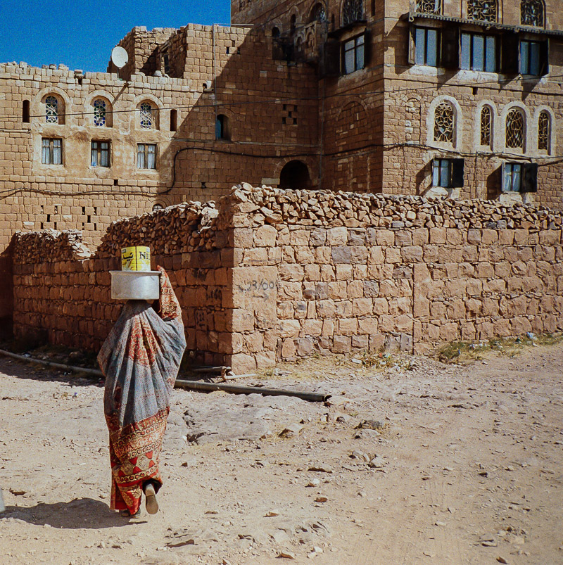 woman in shibam, YEMEN