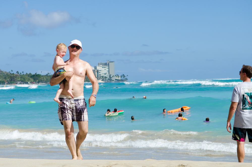 Walking along Waikiki Beach // {by Totes and the City}