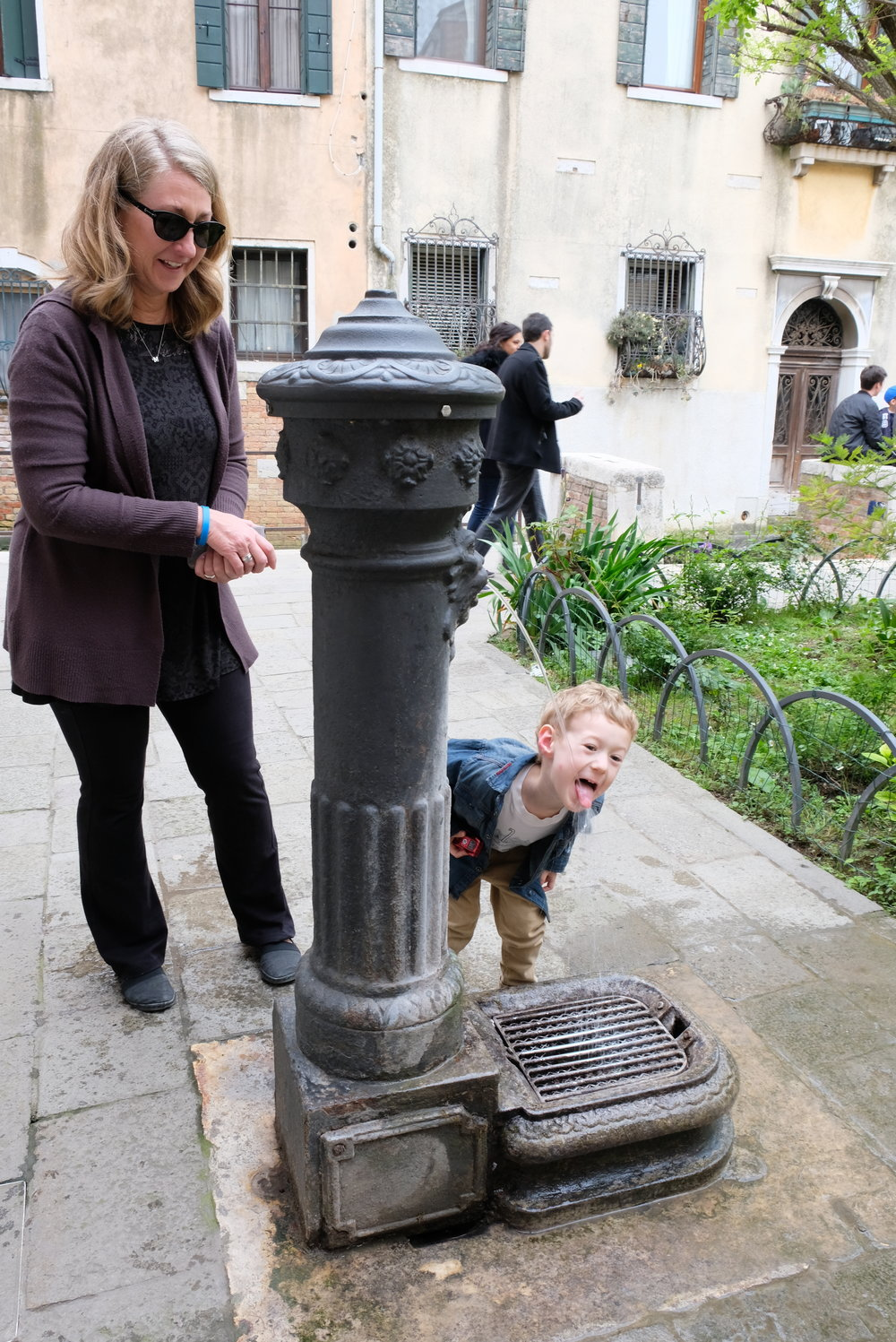 Dosoduro Neighborhood in Venice, Italy | Venice with Kids | Blog post by Totes and the City