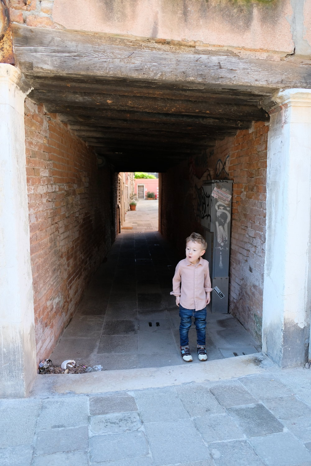 Street Scene in the Dosoduro DIstrict of Venice, Italy | Venice with Kids | Blog Post by Totes and the City