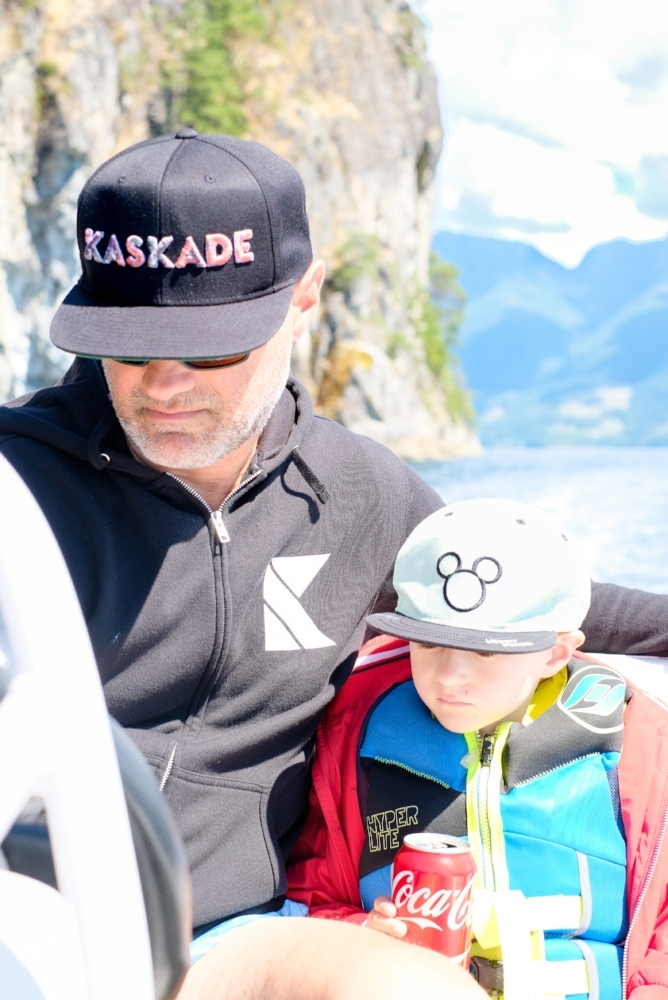 Papa and Totes on the dinghy as we explore the waters and islands of Desolation Sound, BC Canada. Image by Totes and the City for Destination: Desolation 2017