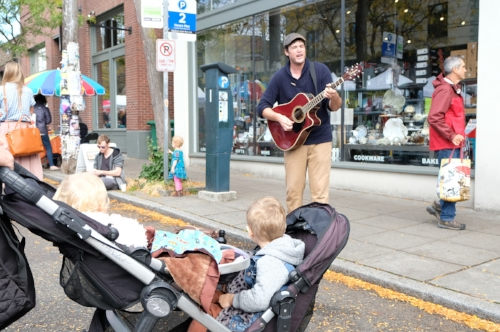 Live music at the Ballard Farmer's Market | Photo by Totes and the City
