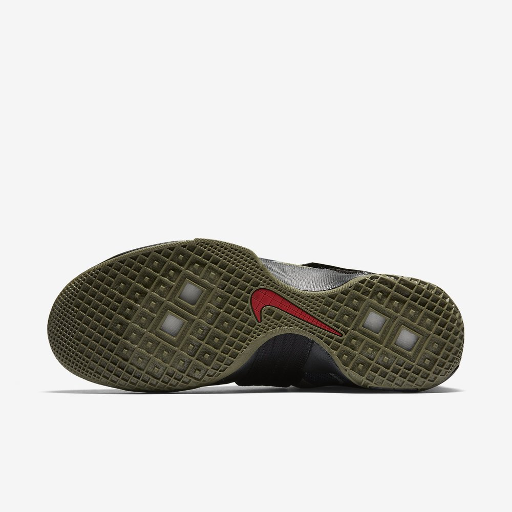zoom-lebron-soldier-10-sfg-mens-basketball-shoe-1.jpg