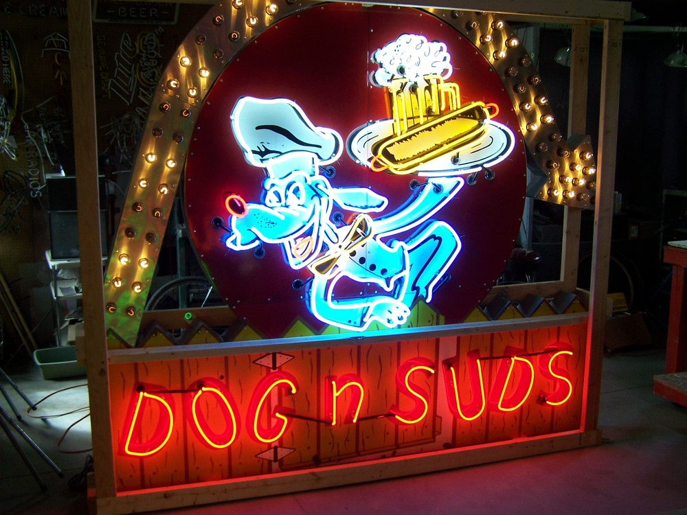 Dog n' Suds - Neon & Porcelain with Chasing Lights