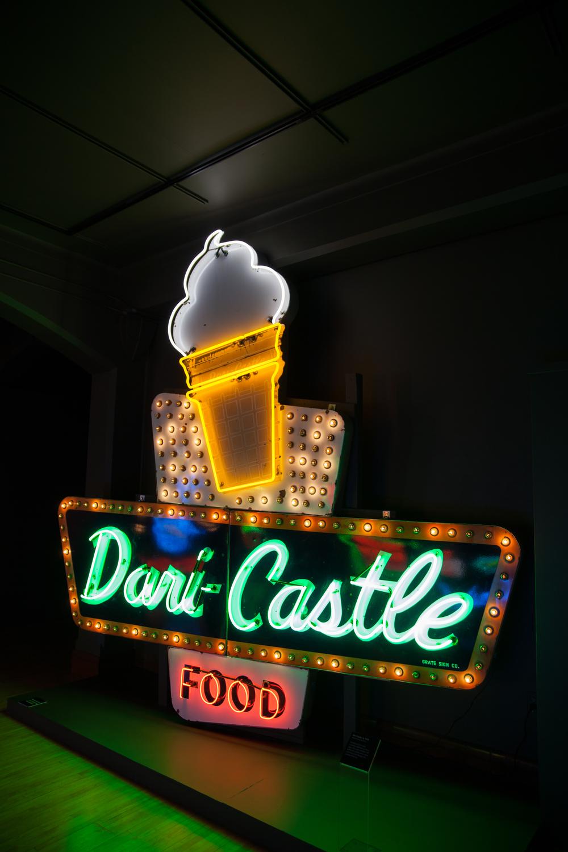 Dari-Castle - Neon & Porcelain