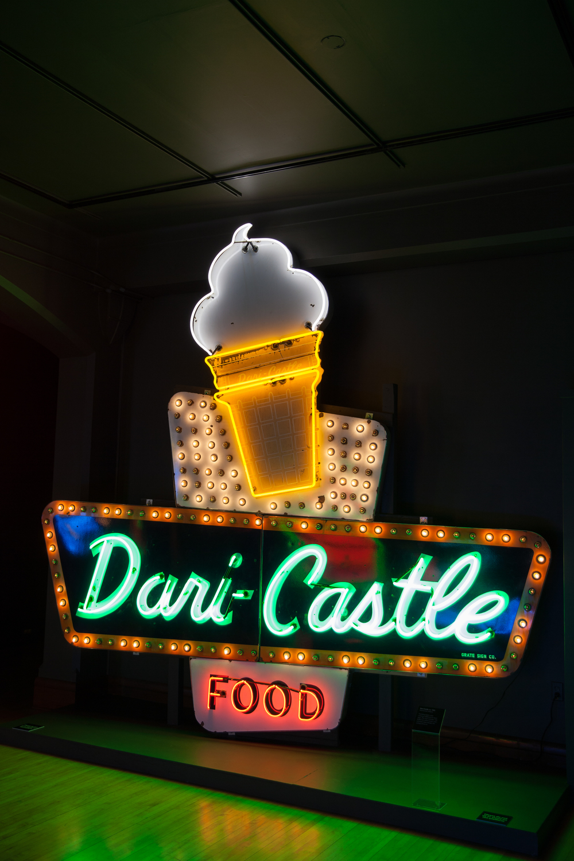 Dari-Castle Porcelain Enamel Neon Sign with Chasing Lights.