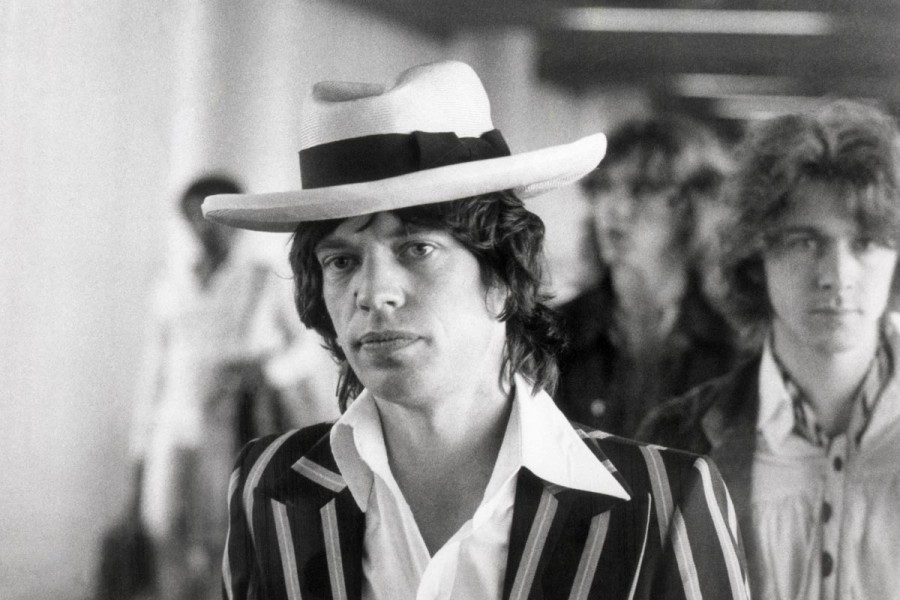 Mick-Jagger-Panama-Hat-1973-Frankfurt-Striped-Suit-900x600.jpg