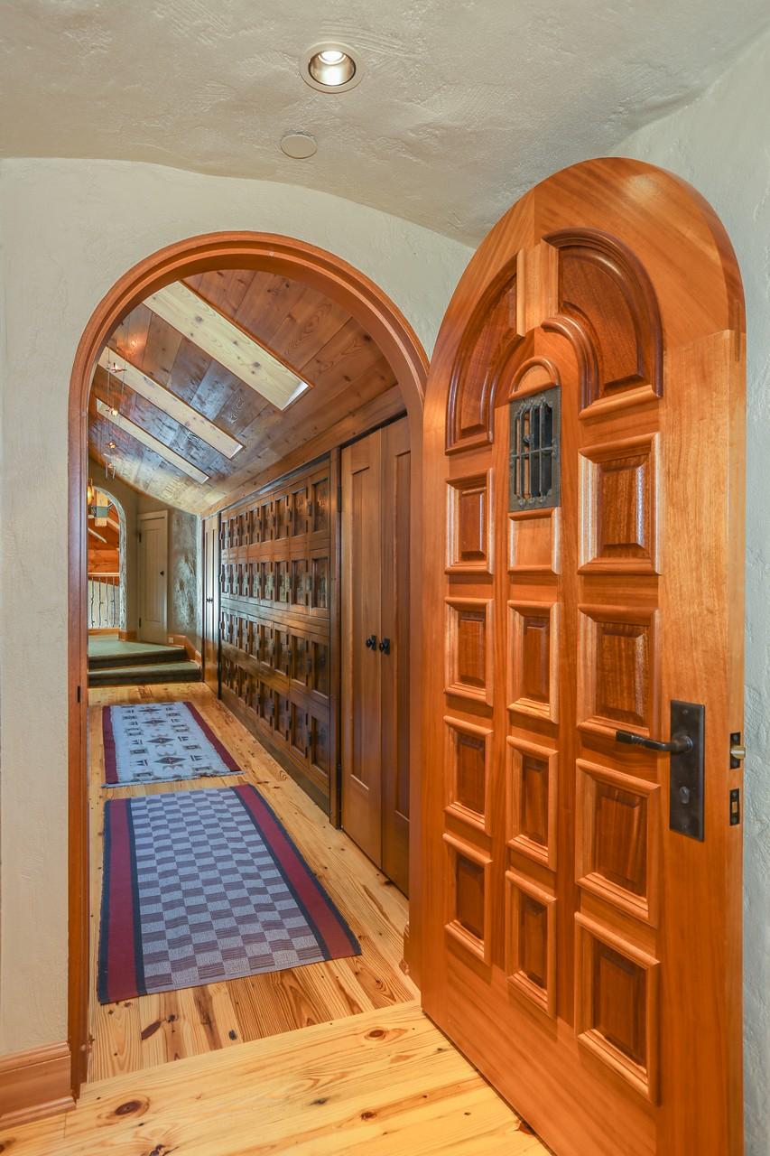006-Foyer-2554185-large.jpg