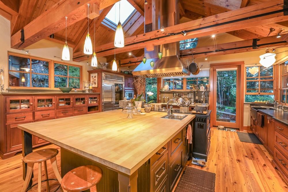 018-Kitchen-2554281-large.jpg