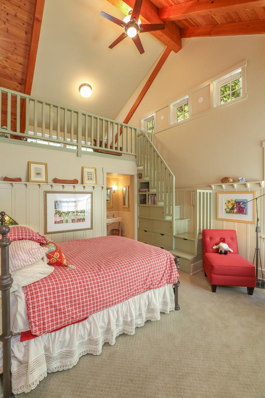 044-Bedroom-2554135-large.jpg