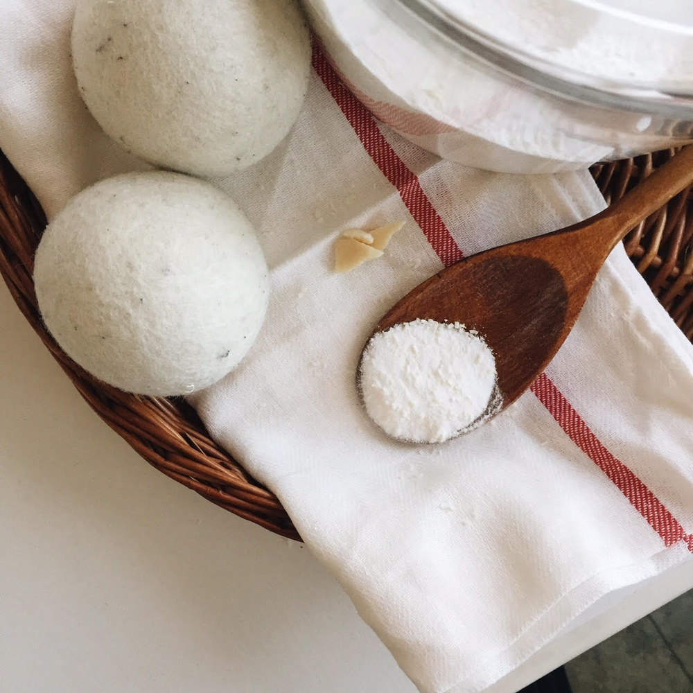3 Ingredient Laundry Detergent | www.rachel-at-home.com