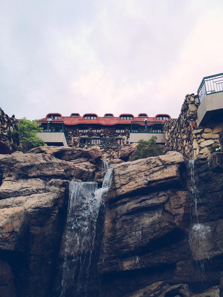 asheville-NC-hotel-stone-waterfall