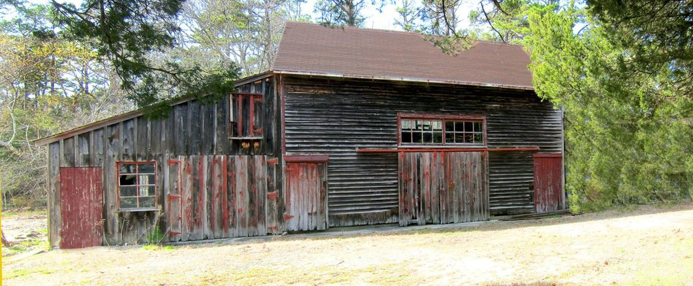 The barn that would house Cold Spring Brewery, before renovations. (Courtesy the Cold Spring Brewery website.)