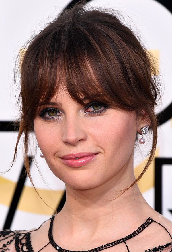 felicity-jones-golden-globes-2017.jpg