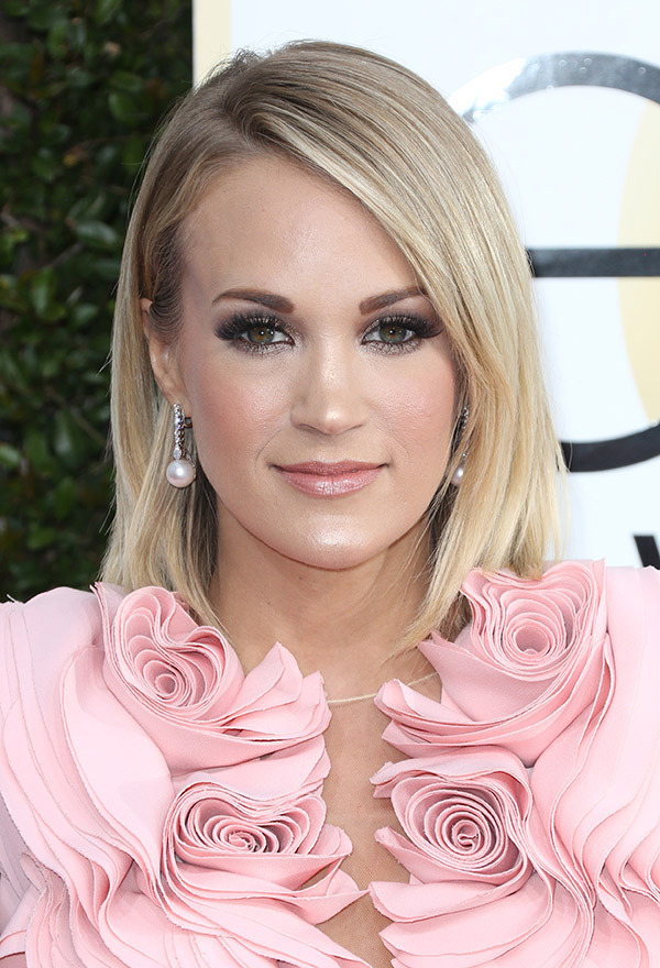 carrie-underwood-golden-globes-2017.jpg