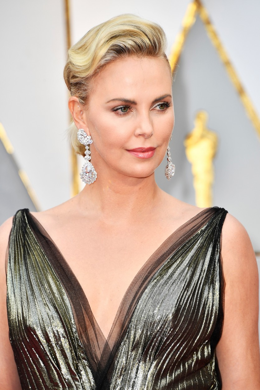 charlize_theron_oscars_2017_earrings_hero-835x1253.jpg