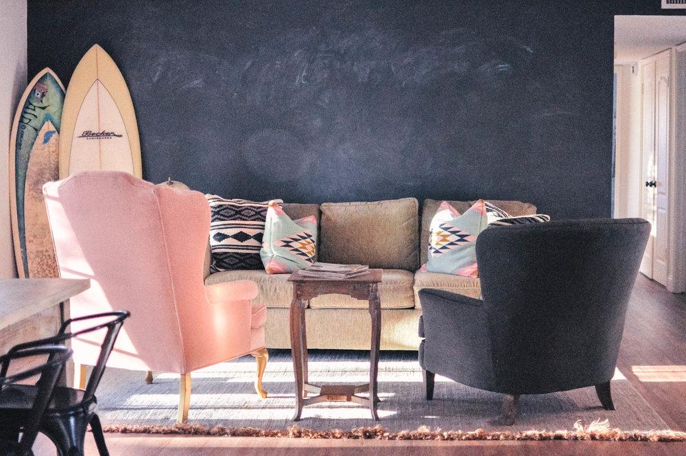 Living-Room-Makeover-On-A-Budget-4.jpgBudget-Friendly-Living-Room-Decor.jpeg