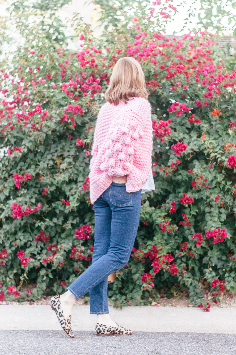Casual Spring Outfit with Levi's Wedgie Icon Jeans and Chicwish Chunky Pink Cardigan
