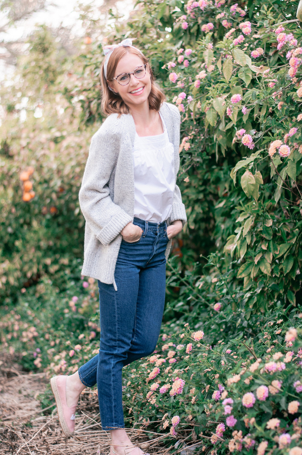 Women's Casual Spring Outfit with Jeans and Long Layers