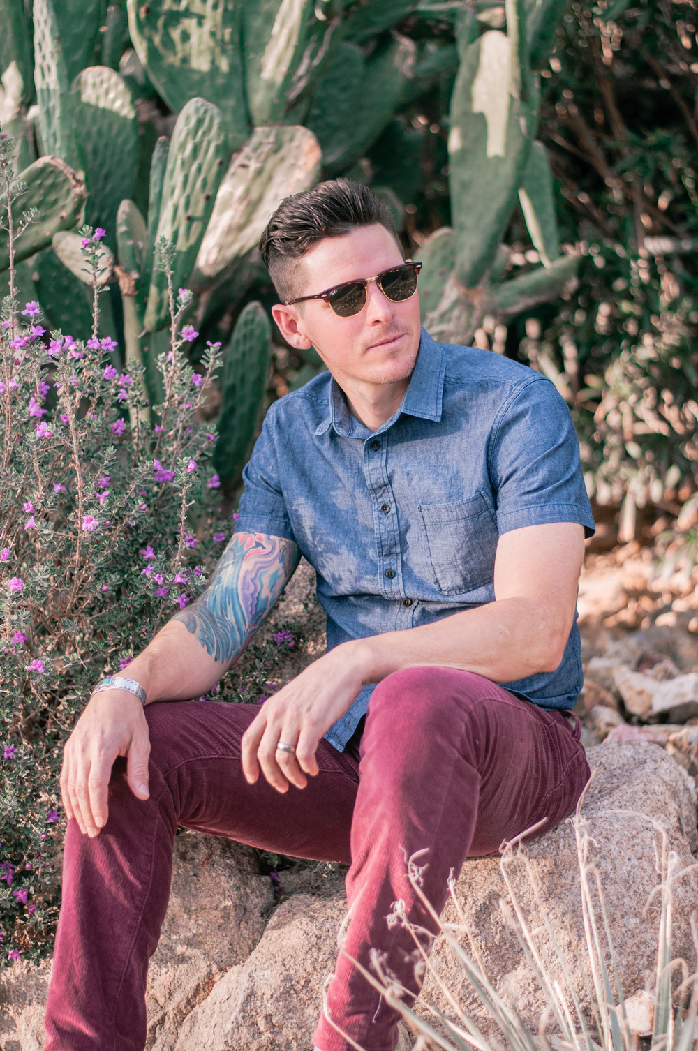 Men's Casual Summer Outfit With Short Sleeve Chambray Shirt