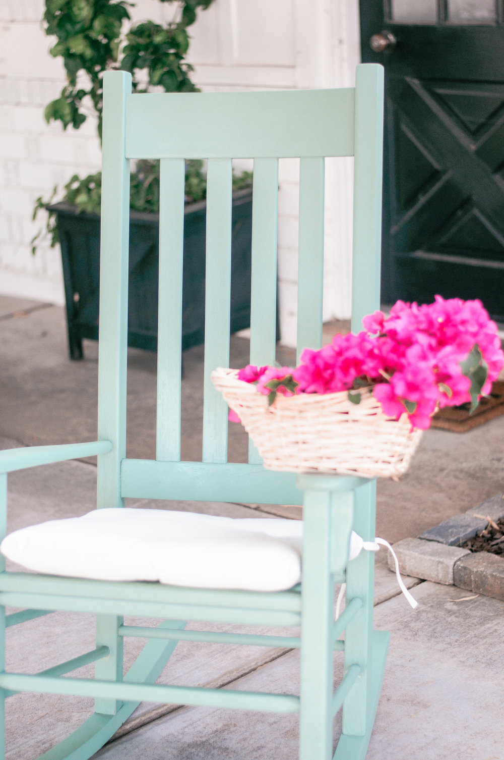Cute Vintage DIY Painted Front Porch Rocking Chairs
