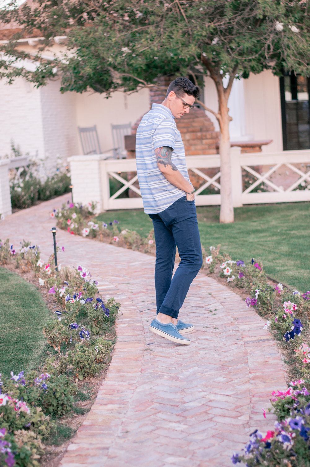 Cool Men's Casual Outfits With Sneakers for Summer