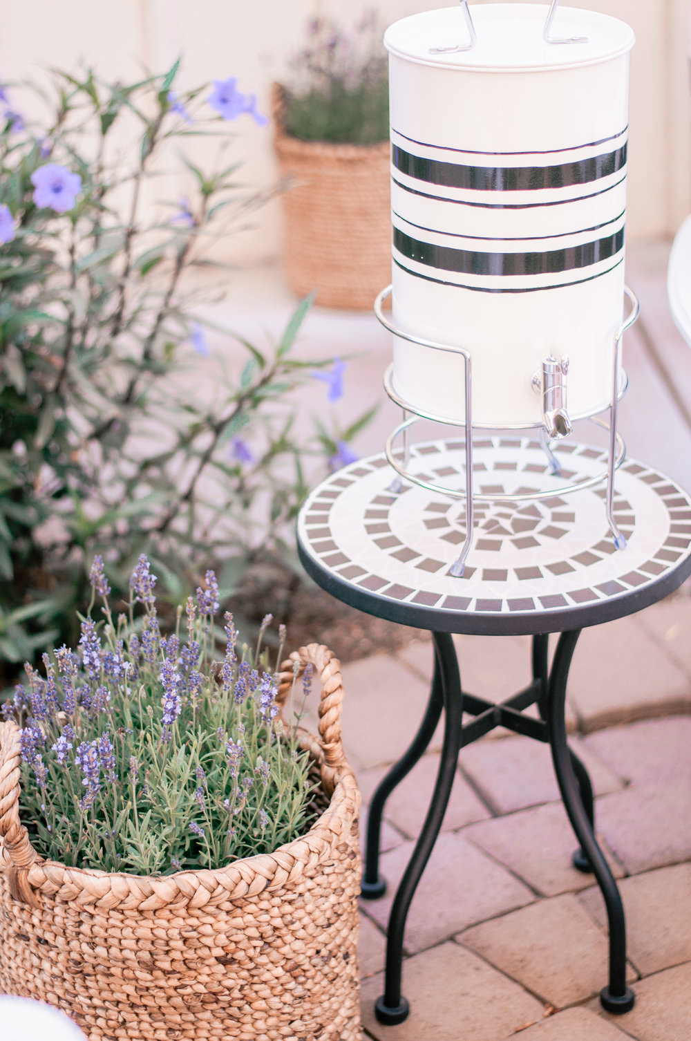 Cute Black & White Outdoor Farmhouse Decor