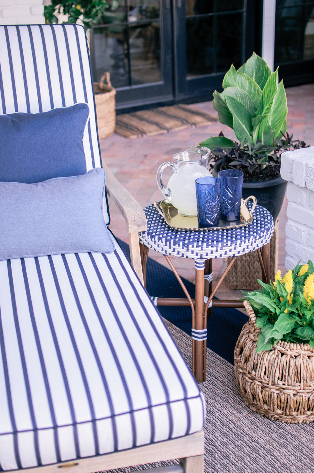 Easy Outdoor Patio Decorating Ideas on a Budget