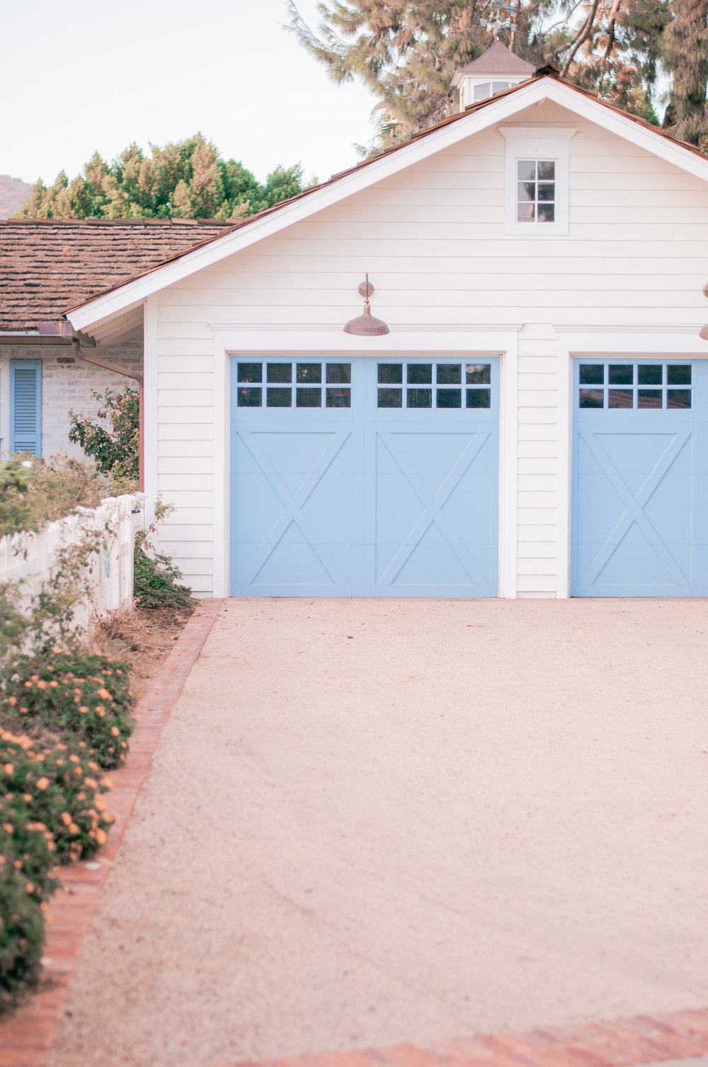 A unique, colorful garage door home design in Arcadia, Phoenix, Arizona