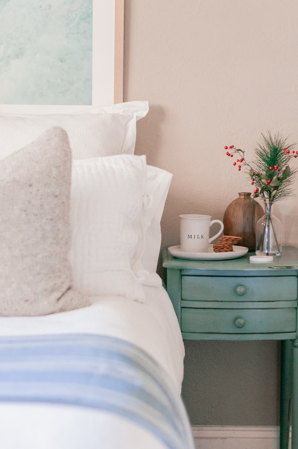 How to Decorate Your Guest Bedroom On a Budget
