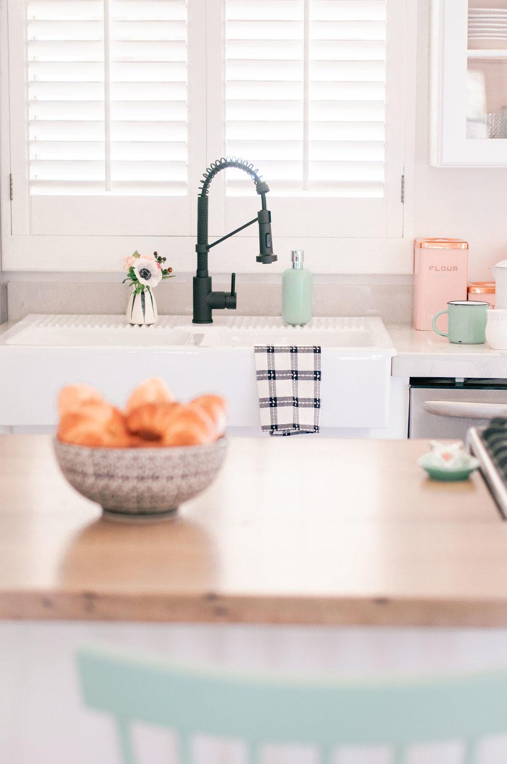white-farmhouse-sink-matte-black-faucet.jpg